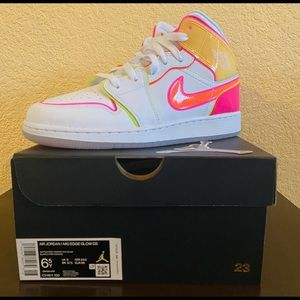 Nike Air Jordan 1 Mid Edge Glow GS (6.5Y)